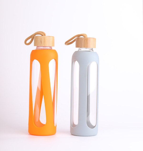 Water carafe glass bottle with slicone cover 1